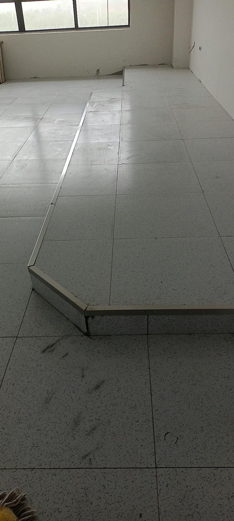 小兰花陶瓷防静电地板