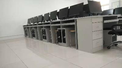 学校微计室防静电地板铺哪种好?满满的干货