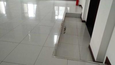 机房装修全钢防静电机房地板封门台阶怎么安装