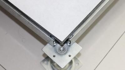 在机房建设中选择无边全钢防静电地板应考虑哪些点?