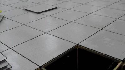 学校实验室为什么一定要铺防静电架空地板?