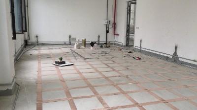 为什么机房PVC防静电地板要接地?